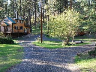 Peaceful, Private Cabin Overlooking the Clearwater, Orofino