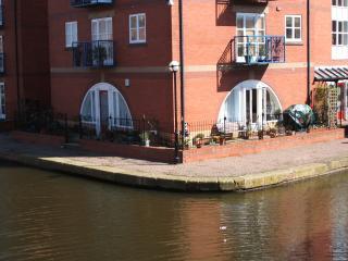 Canalside Garden Apartment, Manchester