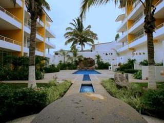 Beautiful Bright 2 Bed/2 Bath with Pool, Bucerias