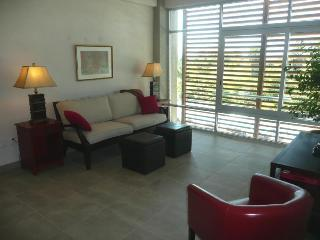Living room with 42' flat-screen TV