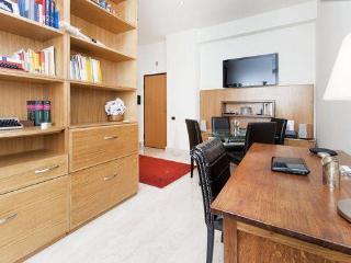 Rome centre, chic flat in Restauro Pantanella
