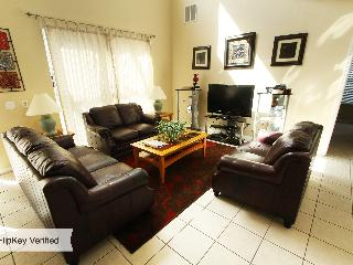 7 Bedroom Condo with Pool, Hot Tub, and only 7 miles to Disney, Kissimmee