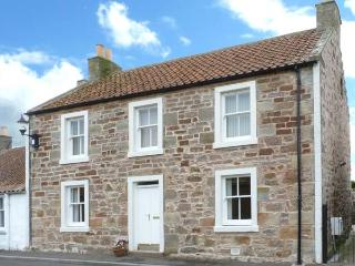 CAIRNHILL, WiFi, lawned garden with furniture, close to St. Andrews, Ref 31074
