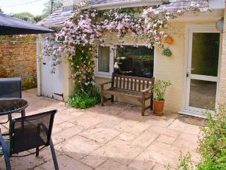 BRAMLEY NOOK all ground floor, romantic retreat, lovely village location in Damerham Ref 913307