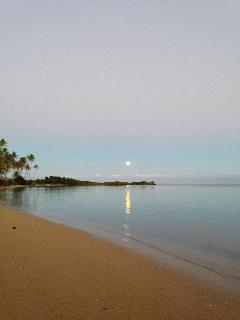Full moonrise in Puko'o.