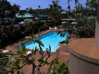 Spacious two Bedroom, two Bath Ocean View condo, close to town, Kailua-Kona