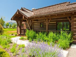 Pioneer Cabin at Jackson Hole Golf & Tennis Club~Breathtaking Teton Views!