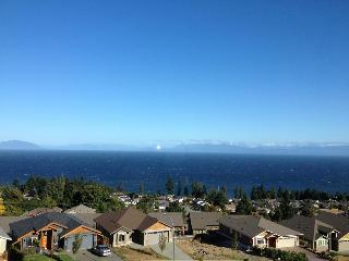 Great ocean view suite in North Nanaimo