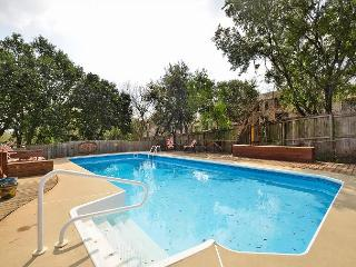 2BR/2BA Pool With Huge Deck! Just South of Town!, Austin