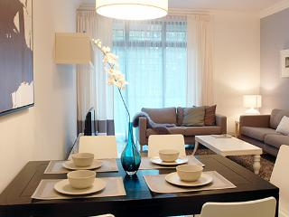 Ming Vase Theme - 2 Bedroom Apartment, Singapore