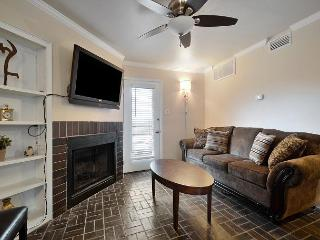 1BR Downtown Condo! 2 blocks to 6th st and Convention Center