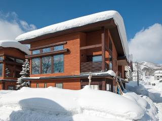 Miyabi, 4 Bedroom Luxury Modern Family Chalet in Central Hirafu, Kids Room