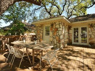 2BR Bouldin Cottage Charmer in the True Heart of Soco!