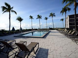 Courtyard view Sundial Beach Resort Condo, Isla de Sanibel