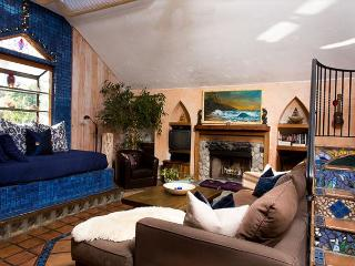 1BR The 'Secret Spot' with an Artistic Mediterranean Tropical Feel, Santa Barbara