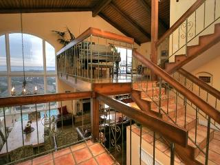 4BR/3BA Luxury Home With Ocean Views and Stunning Pool