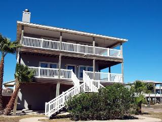 4 bedroom 3 bath home with water views and in town!, Port Aransas