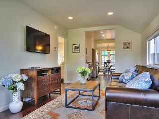 2BR 1 Block to State Street!, Santa Barbara