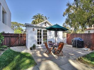 Remodeled 2BR 'Casa Santa Barbara' - 1 Block to State Street
