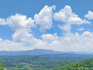 Fantastic Views from your Luxury 1 Bedroom Cabin - Sleeps 4, Sevierville