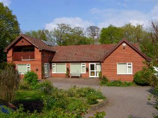 LLYS OFFA, superb property with swimming pool, sauna, snooker, WiFi, gardens wit