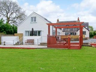 TY GWYN, semi-detached cottage, enclosed decked area, games room, near Narberth, Ref 30481, Templeton