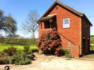 CROFT VIEW, first floor apartment, en-suite, romantic retreat, walks and cycle routes from doorstep, near Leominster, Ref 905755, Kingsland