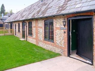 KEEPERS COTTAGE, pet-friendly single-storey cottage with en-suite, woodburner, Blandford Forum Ref 905895f, Turnworth