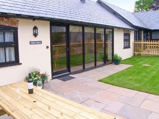 NEW BARN, single-storey pet-friendly cottage with wwodburner, en-suite