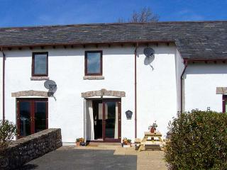 SUNNYSIDE COTTAGE, terraced property, pet-friendly, close to the coast, near Col