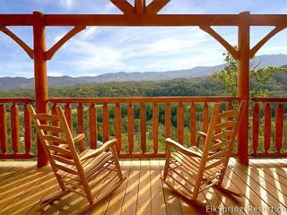 Beautiful Mountain Views - Luxury 1 Bedroom Cabin sleeps 4 (2 baths)