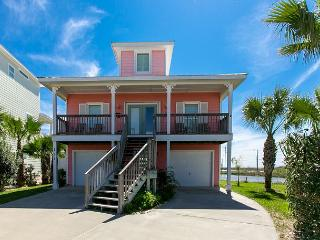 Gulf-Front Port Aransas House – Pool and Boardwalk to Beach