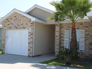 2BR/2BA Beach Condo a Block from the Ocean!, Port Aransas