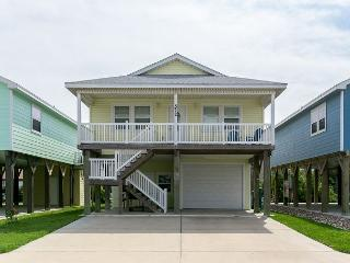 3BR/2BA Lavishly Decorated New Beach Home, 1.5 Blocks to the Beach