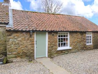 THE BARN, stone cottage, character features, woodburner, romantic retreat, in Hutton Buscel, near Scarborough, Ref 906027