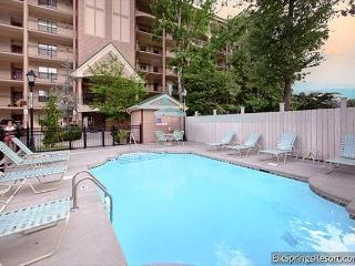 Beautiful Top Floor 2 Bedroom Condo - Minutes to Downtown - Sleeps 6, Gatlinburg