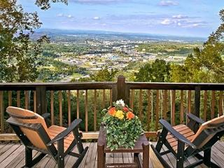 EAGLE'S VIEW! Amazing 100 Mile Mountain/City View, Pigeon Forge