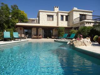 Luxury 4-Bed Villa, sleeps 8, Peyia, Coral Bay, Stunning, Infinity Pool