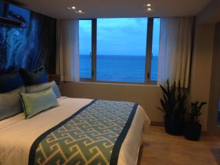 **Beachfront - Architectural Design Isla Verde for Couples**