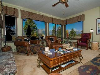 Spacious Cozy Condo~Ideal location to the Parks and Jackson Hole!