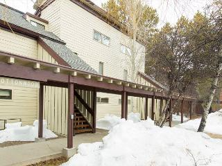 Quaint end unit located in the Aspens~Not far from town or Teton Village!