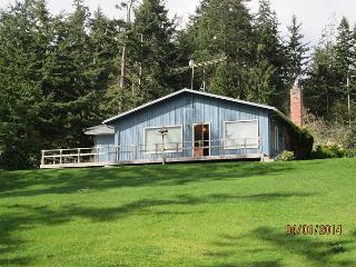 Cozy 2 bed, 2 bath waterfront cottage with breathtaking views! Sleeps up to 6, Greenbank