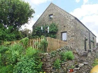 GLEN COTTAGE, pet friendly, country holiday cottage, with a garden in Longnor, Ref 2413