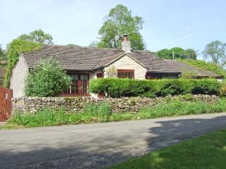 WELLHEAD COTTAGE, ground floor, woodburning stove, garden with furniture, Ref 905760, Wormhill