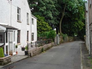 FOX BARN, in Lake District National Park with a south-facing patio, in Staveley, Ref 914299
