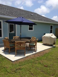 Backyard patio with Weber natural gas grill