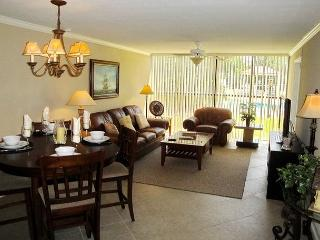 Luxury 2-BR / 2-BA Ground Floor Condo 1/2 Block To The Beach - Steps To Pool, Biloxi