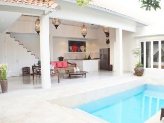 Antique & Modern Villa Close To The Beach, Seminyak