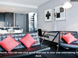 Melbourne Penthouse Apartment (2br)