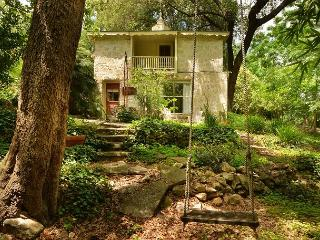 1BD Boutique Studio, Unique Historical Farm with Charm, Sleeps 2